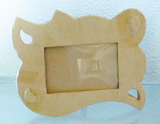 Modèle de création objet décoratif en carton cadre photo à poser par Cartons Dudulle aux stages de loisirs créatif