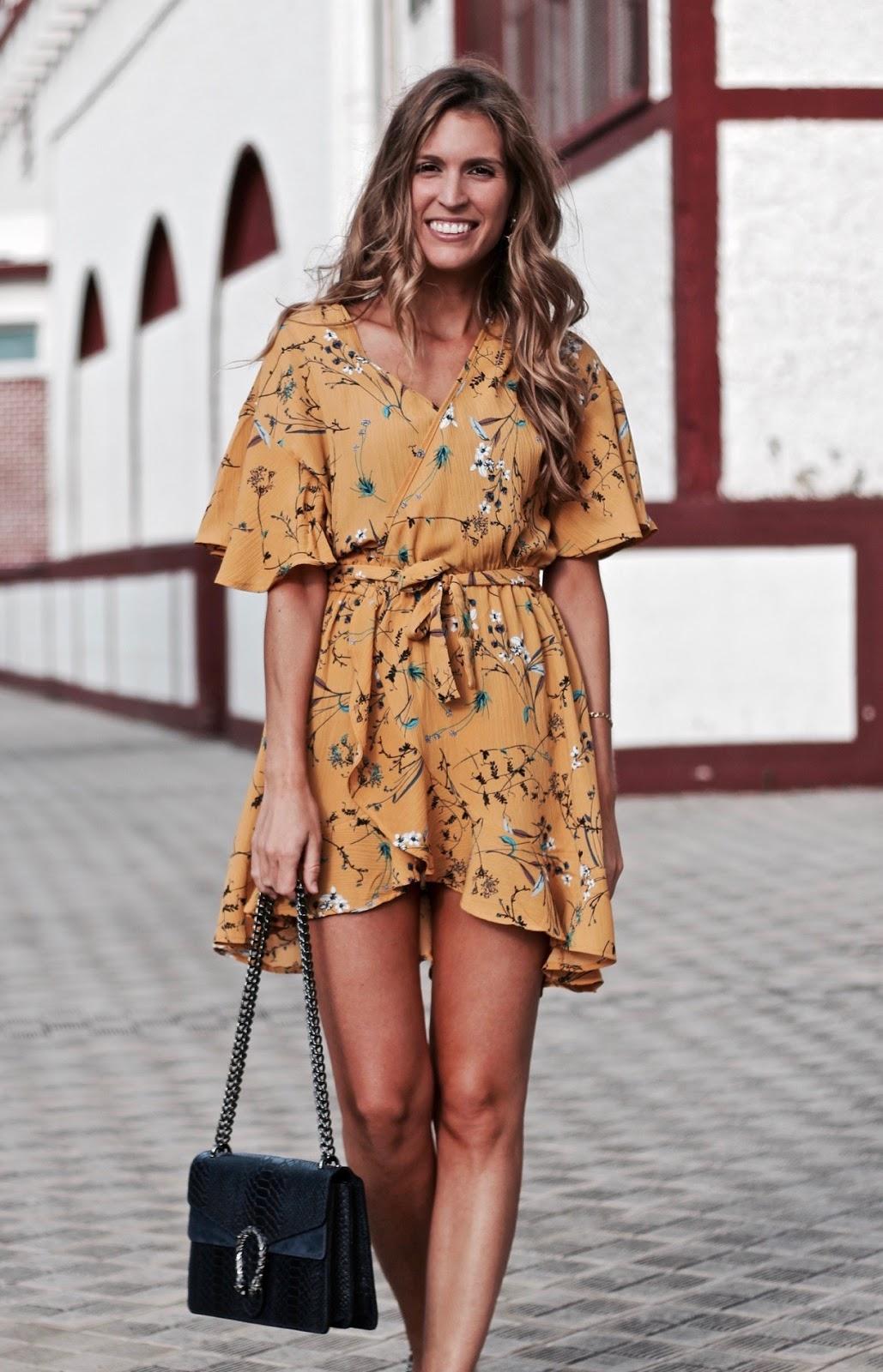vestido cruzado amarillo