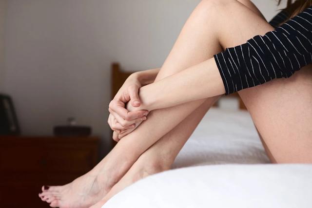 Jika Anda Mendapatkan Infeksi Ragi Sebelum (Atau Selama) Periode Anda, Anda Tidak Sendiri