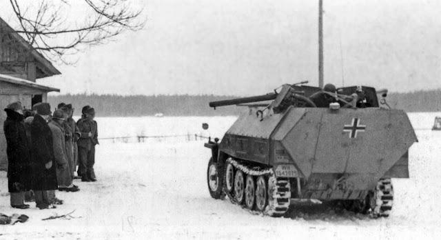 Самоходный огнемет Sd. Kfz 251/16 Ausf. D без кормовой установки для носимого огнемета.