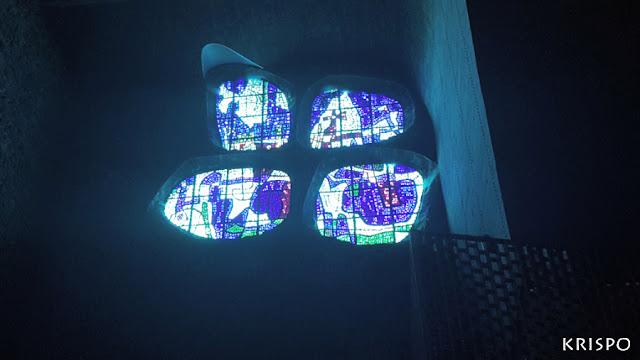 vidriera azul del santuario de aranzazu
