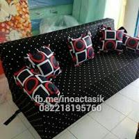 Sofa bed Inoac motif polkadot hitam inoactasik