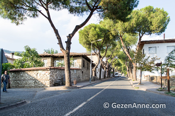 Birgi geniş caddeli ve sokaklı büyük bir yer, Ödemiş İzmir