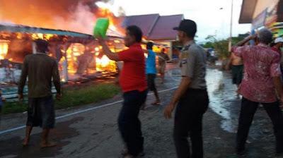 Jelang Berbuka, Api Ngamuk Membakar Rumah dan Gudang Sembako