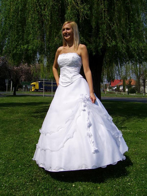 Héra Menyasszonyi Ruha  Menyasszonyi ruhák a812ff2343