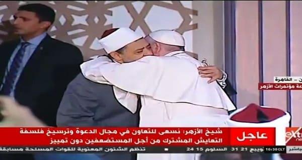 الطيب يستقبل البابا فرانسيس أول بابا فاتيكان يدخل مشيخة الأزهر