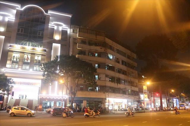 nhà hát Trần Hữu Trang rồi bỏ trống