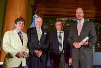 Entrega de la Medalla Edmund Phelps a la Innovación Económica 2015 a la firma cotizante San Miguel S.A.