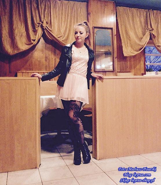 7.11.17 Ramoneska czarna, różowa pastelowa sukienka z tiulem, czarne koronkowe rajstopy, lity na słupku, wisiorek niebieska sowa, Klub Związkowiec Skarżysko-Kamienna