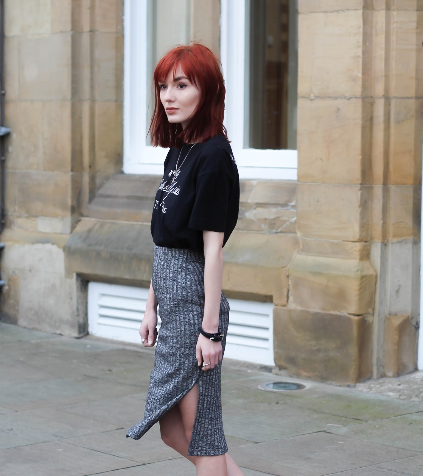 f7449251ca89 Usually I'm a mini skirt girl only but these past few months things have  changed. I wore the metallic pink midi skirt in a post a couple of weeks  ago and ...