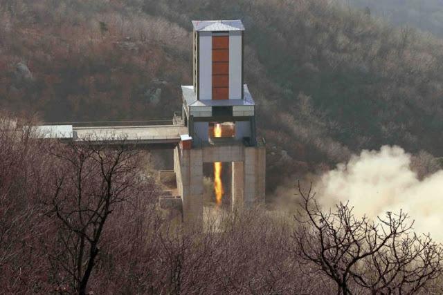 """O presidente eleito dos EUA, Donald Trump, respondeu que a ambição de Pyongyang de testar um míssil nuclear capaz de atingir os EUA """"não iria acontecer"""""""