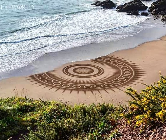 08-Jon-Foreman-Land-art-Geometric-Drawing-in-the-Sand-www-designstack-co