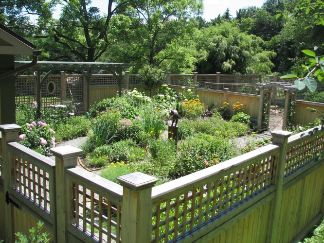 Pictures Of Tall Fenced Gardens 103