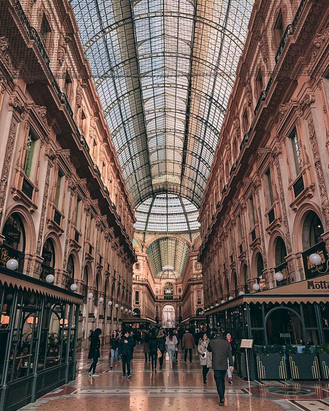 La entrada de la galería Vittorio Emanuele II desde la plaza Duomo