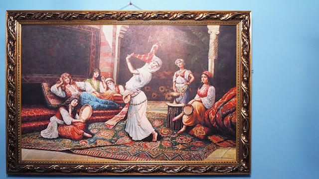 Фото картины в номере отеля в Касабланке, Марокко