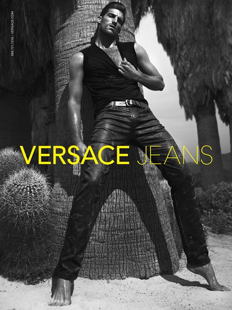 Versace-ს გაზაფხული/ზაფხულის სარეკლამო კამპანია.