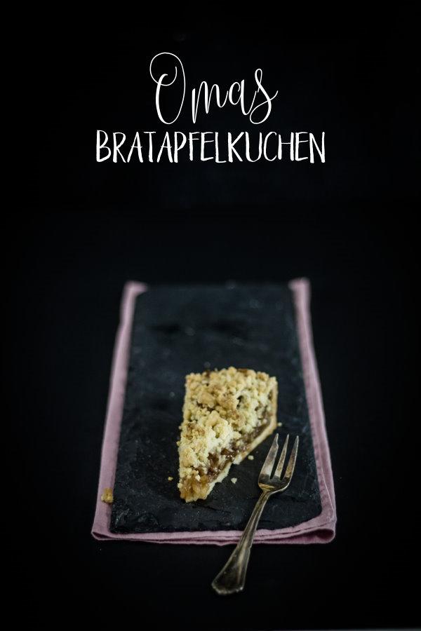 Rezept für einen einfachen Apfelkuchen - ein Familienrezept mit Bratapfel-Füllung! By titatoni.de
