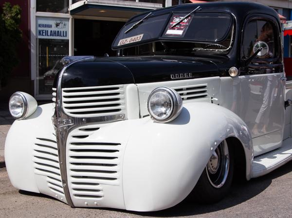 PauMau blogi nelkytplusbloggari nelkytplus kerava tribute to sherwood festival valkoinen jenkkiauto autonäyttely buick