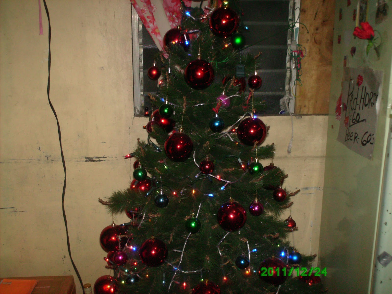 Simple Christmas Tree Decorations Philippines.Active Life Rejoicing Noche Buena In Filipino Manner