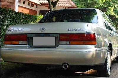 Toyota Crown Lexus Tampak Belakang