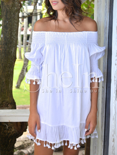 http://es.shein.com/Beige-Off-The-Shoulder-Fringe-Shift-Dress-p-262731-cat-1727.html?utm_source=anouckinhascloset.blogspot.com&utm_medium=blogger&url_from=anouckinhascloset