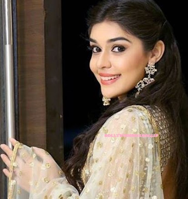 Eisha Singh (Zara Siddiqui)  IMAGES, GIF, ANIMATED GIF, WALLPAPER, STICKER FOR WHATSAPP & FACEBOOK