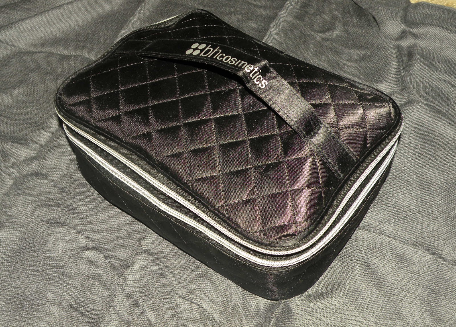 If You Travel A Lot The Bh Cosmetics Chic Sleek Makeup Bag Is Perfect For Curly On 10 Yes It S Beautiful Handy And