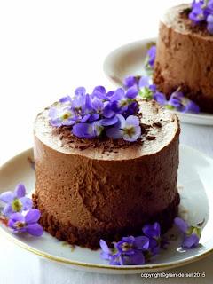 https://salzkorn.blogspot.com/2015/03/mousse-au-chocolat-tortchen-mit-schmiss.html