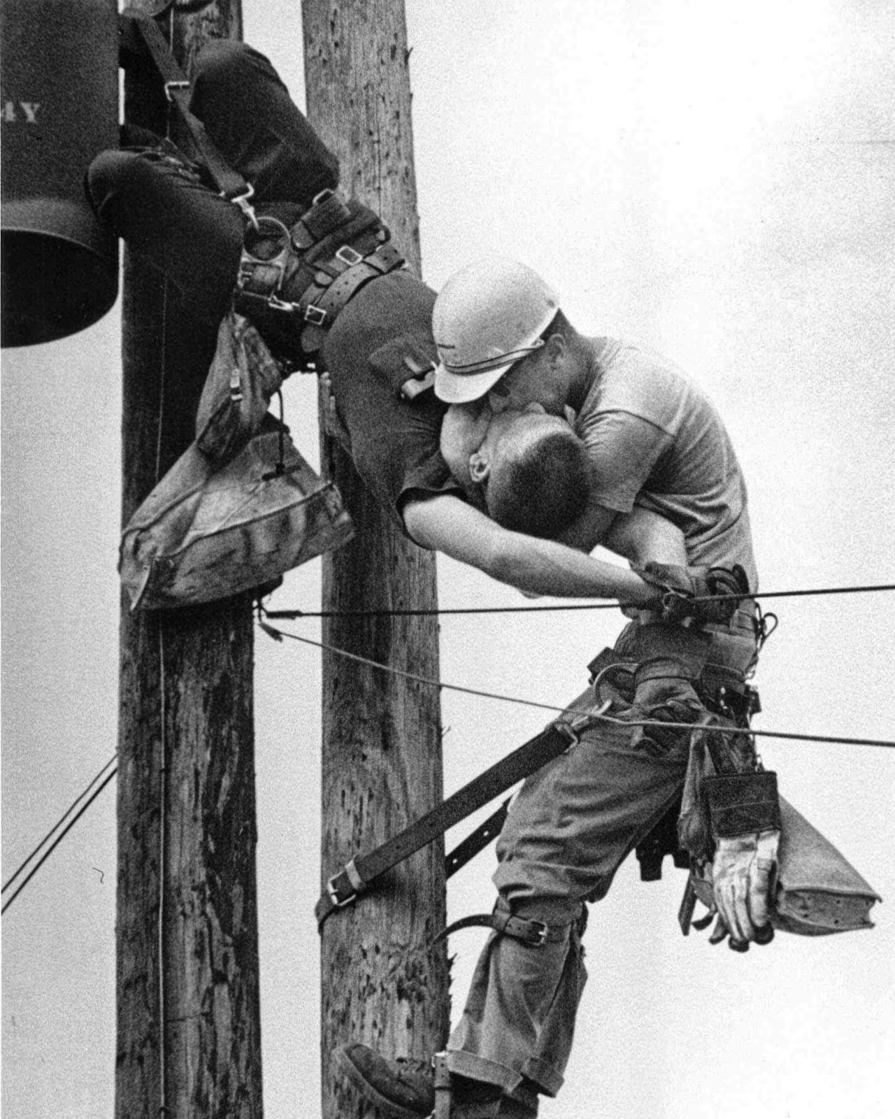 A Moment in Linemen History: The Story Behind the Pulitzer