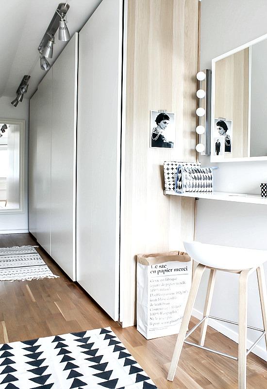 Un dormitorio en blanco y negro con tocador boho deco chic - Dormitorio en blanco y negro ...