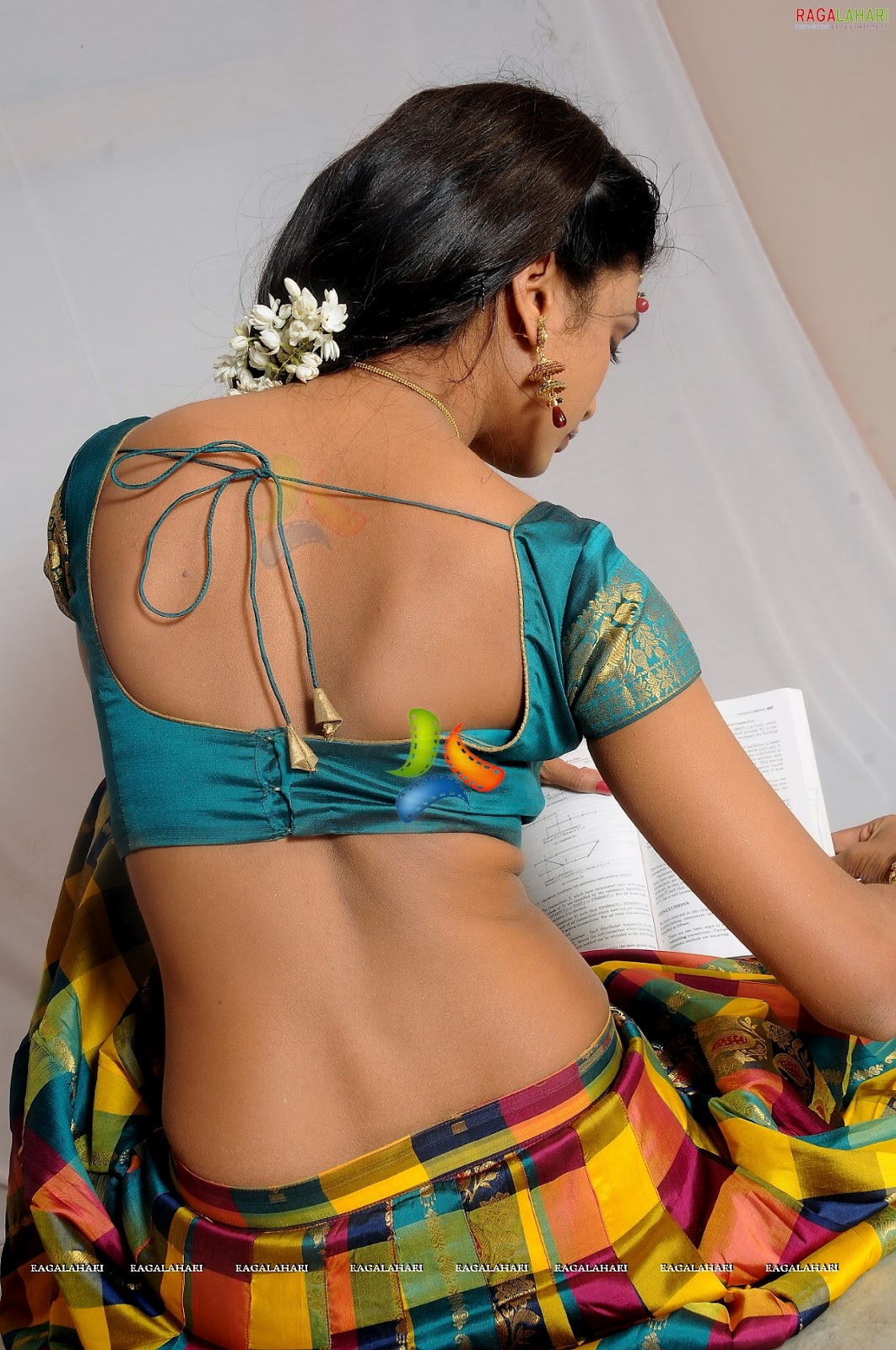 Hot Aunties Desi South Indian Village Girl In Half Saree Show-7229