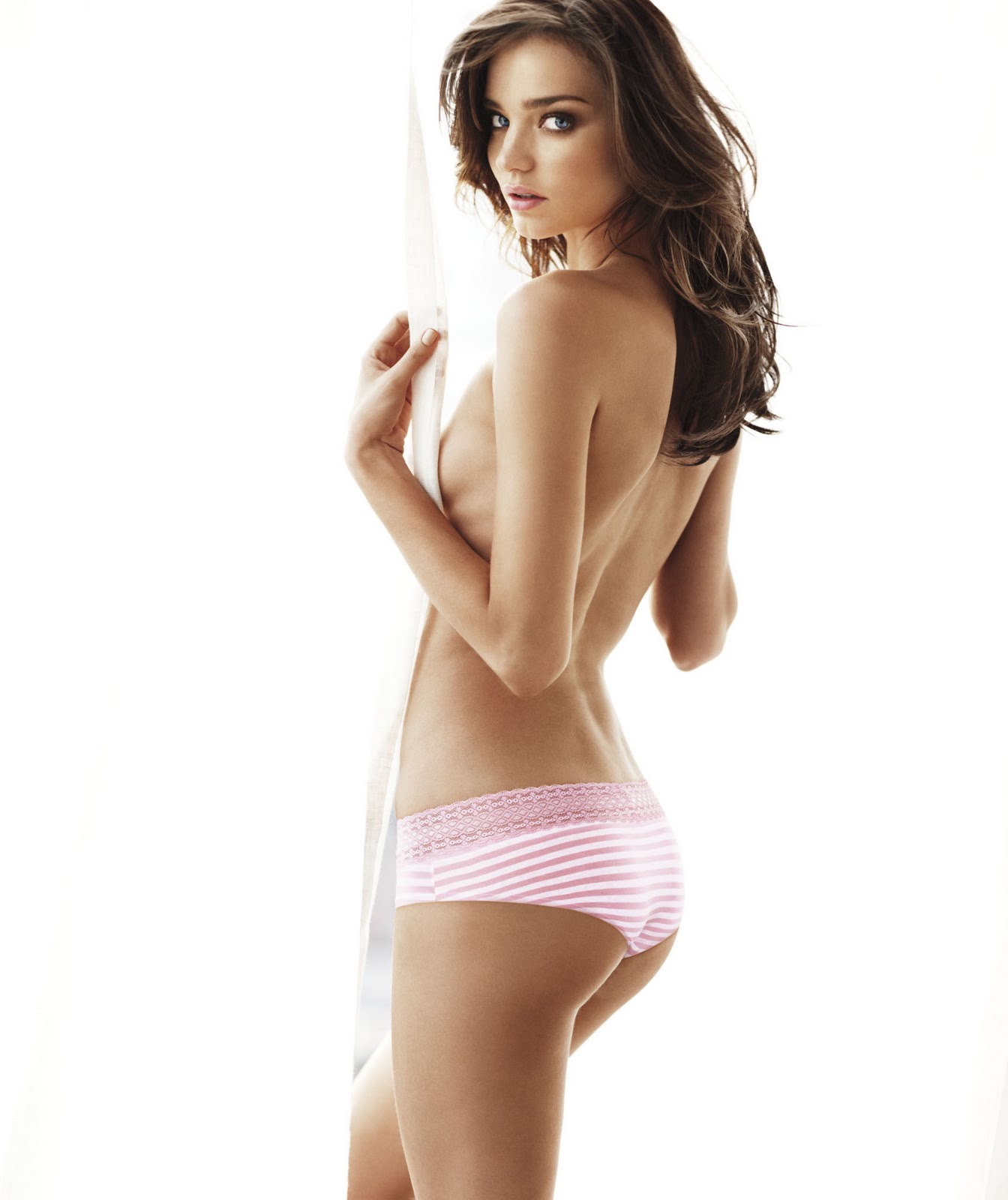 If you prefer cotton panties, you are probably a practical person. After all, cotton panties are reasonably priced, comfortable and made of natural fibers that provide a breathable fit.