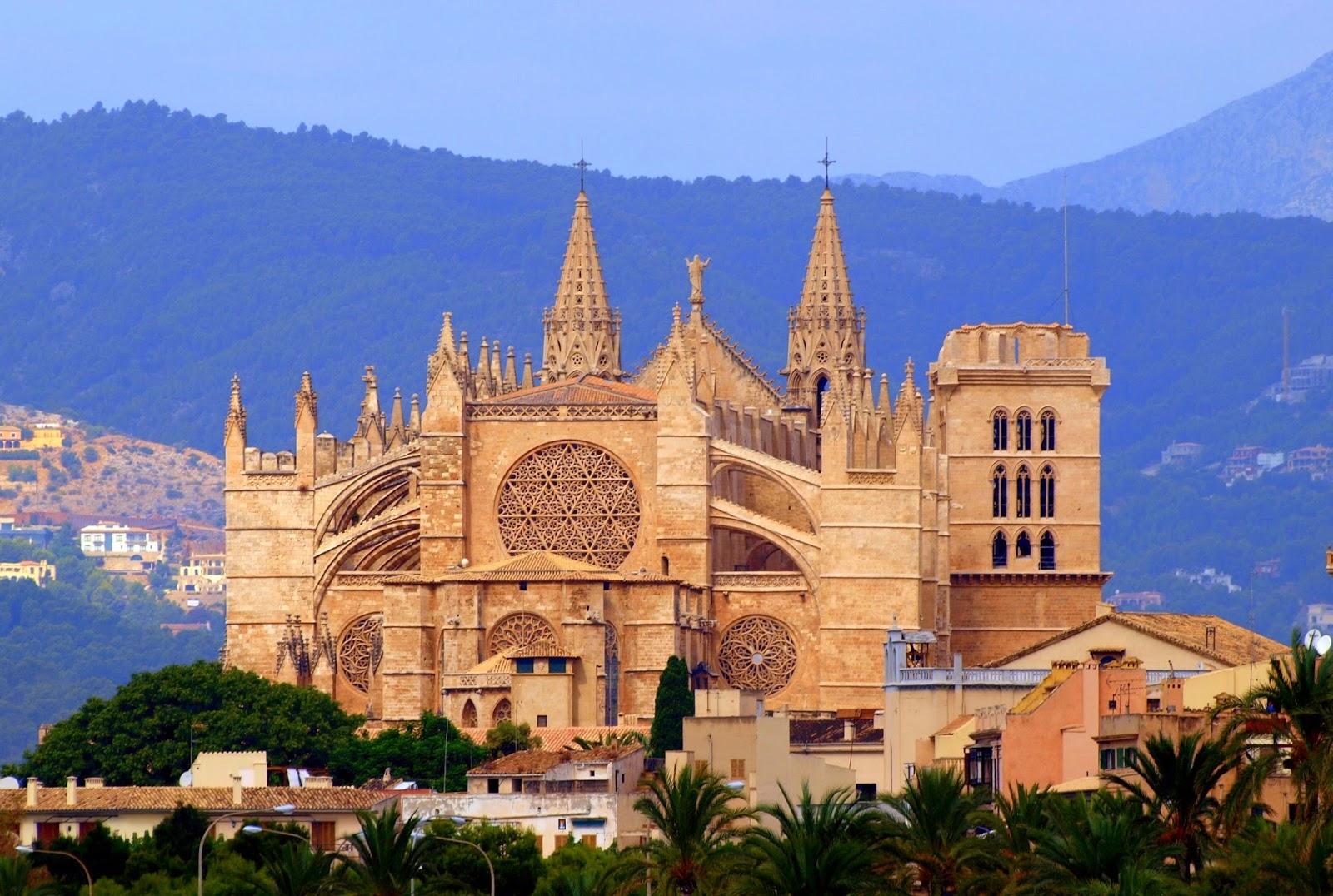 Bangunan Unik Sebagai Tempat Wisata di Spanyol
