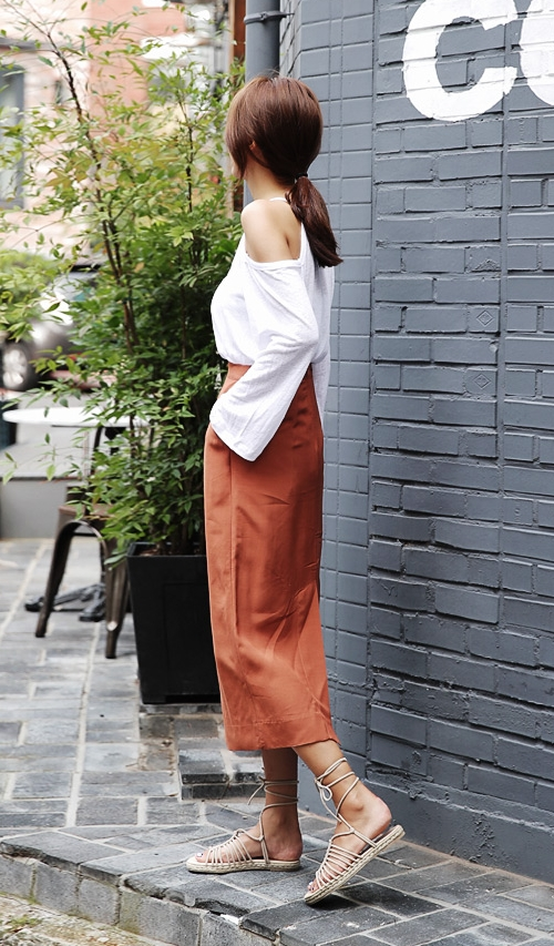 Back Elasticized H-line Long Skirt