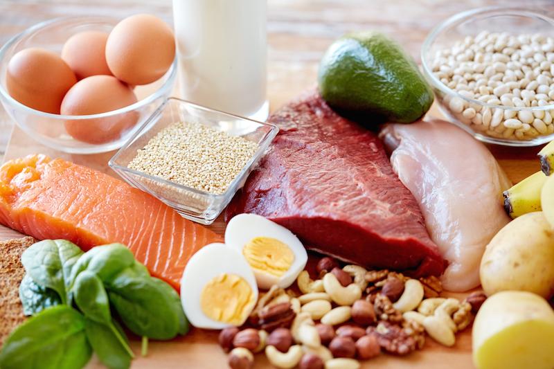 ovos, carnes, legumes, cereais, amêndoas