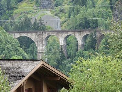 モンブラン・エクスプレスが通るアーチ橋、サント・マリ橋 Pont Sainte-Marie
