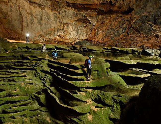 Xvlor Phong Nha-Kẻ Bàng National Park is cave and underground river systems
