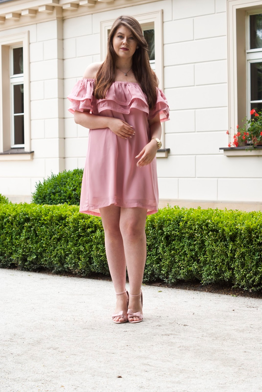 Pudrowa Sukienka Z Falbanką / Off Shoulder Dress