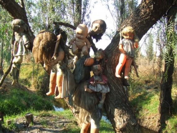 Horor Di Pulau Boneka Berhantu