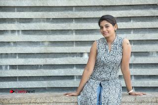 Telugu Television Actress Karuna Latest Pos In Denium Jeans  0127.JPG