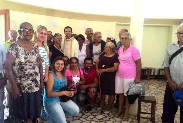 Grupo de idosos do CRAS de Rafael Fernandes participa de celebração no Santuário do Lima em Patu
