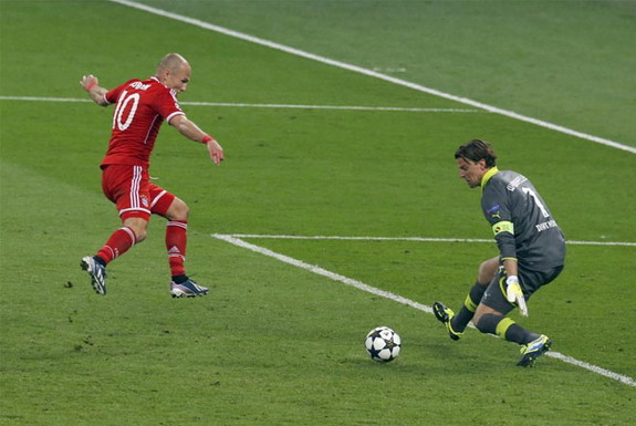 Bayern Munich player Arjen Robben scores the winner in the Champions League Final