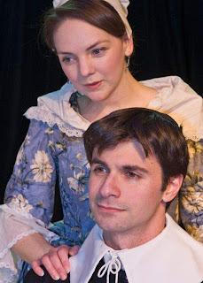 Mitchell Koory als Spinoza en Christina Flynn als Clara