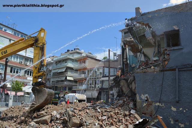 ΒΙΝΤΕΟ - Δείτε την κατεδάφιση κτιρίου στην Κατερίνη.