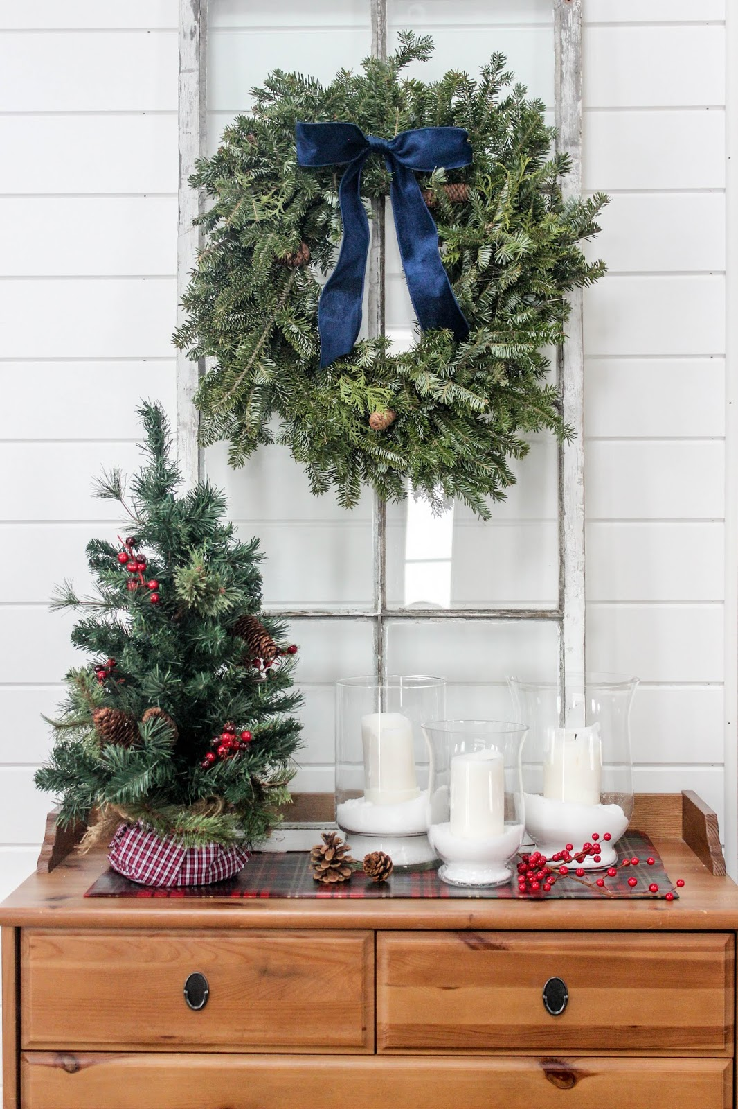 foyer table christmas decor