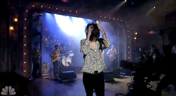 "Connie Lungpin leaves Deerhunter in the lurch on Jimmy Fallon during ""Monomania"" performance"