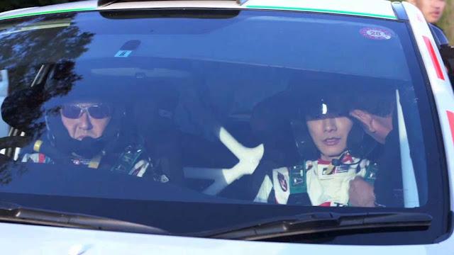 豊田章男社長が佐藤健を乗せてスバル・インプレッサでドリフト走行!