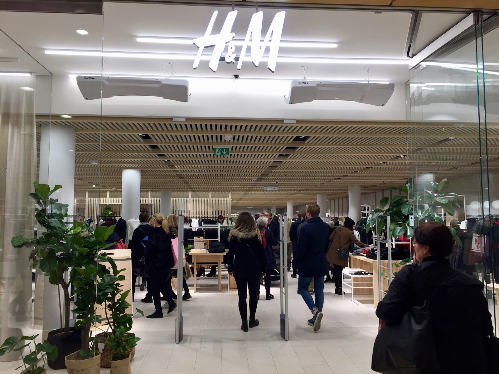 H&M offers online shopping in several markets and we are currently working on rolling out online shopping to all our existing markets. We will therefore limit the content on some of our sites for now, to focus on our online expansion.