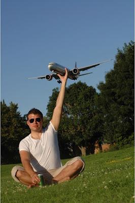 Foto heabt dan aneh sesroang menangkap pesawat udara yang hampir jatuh