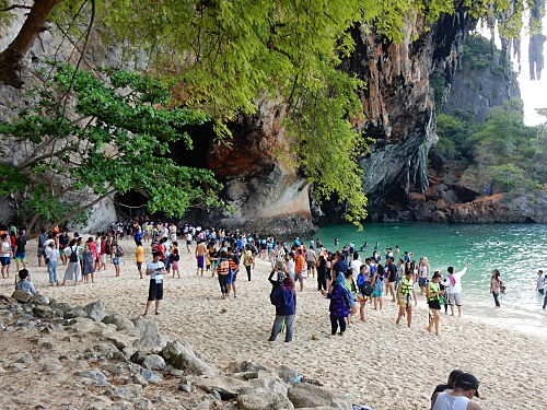 phra nang beach crowd